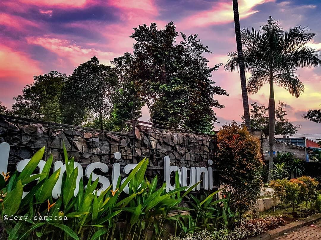 Taman Lansia Buni